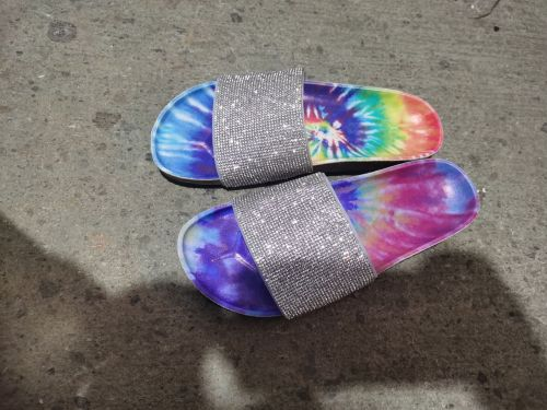Sponge cake thick bottom shiny water diamond rainbow wear word sandals and slippers HT2059