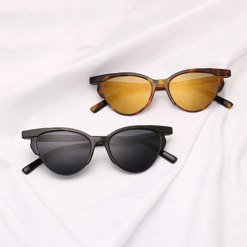 Plastic Sun glasses 80s 90s Vintage Small Cat Eye Sunglasses