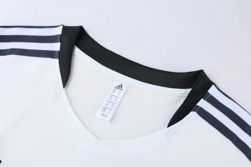 21-22 Juventus White Short sleeve training Suit(cropped pants)