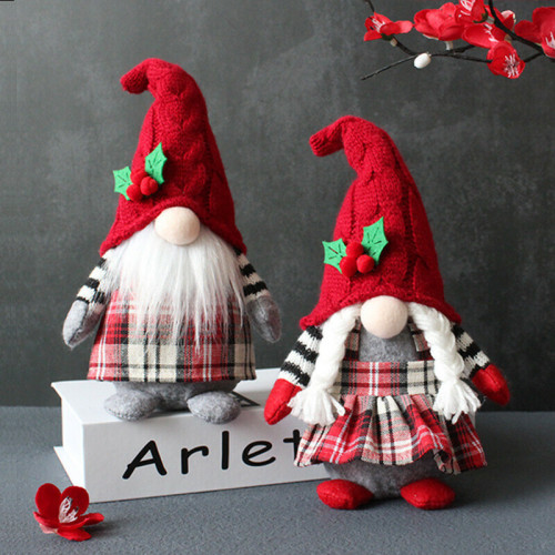 🎄🎁 Lovely Gnome With Red Hat And Plaid Apron