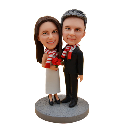 Custom Bobbleheads:Couples wearing the same scarf