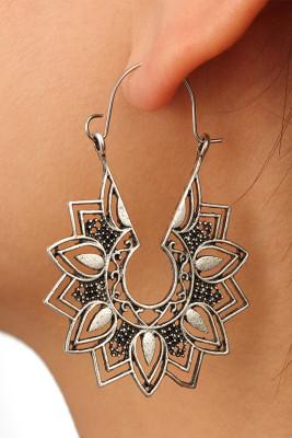 Silvery Casual Flower Earrings