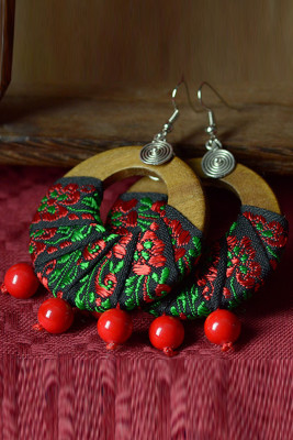 Red Vintage Wood Cloth Embroidered Earrings