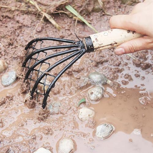 1PC Sea Net Rake Oyster Shell Digging Rake Sludge Scraper Clam Seafood Digging Rake Wood Handle Dredge for Digging Black
