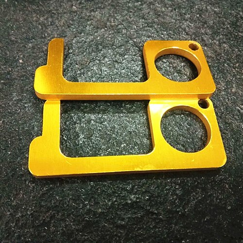 EDC Door Opener Non Contact Hygiene Antimicrobial Brass Alloy Key No Touch Clean Key for Home Safety Door Handle Opener Tool