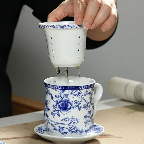 Retro Chinese Blue White Porcelain Tea Cup Set with Saucer Lid Infuser 260ml Ceramic Teacup with Tea Filter