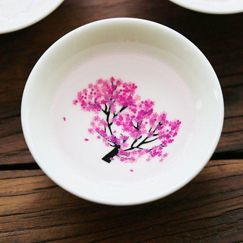 Japanese Magic Sakura Cup Cold Temperature Color Changing Flower display Sake Cup Ceramic Kung fu Tea Cup Tea Bowl