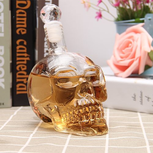 Hand-blownglass Wine Decanter Crystal Skull Piles for Vodka Wine Bottle Decanter Whisky The Artwork of Winecabinet