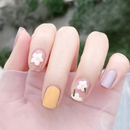24pcs Small Fresh White Flowers Decorated Frosted Matte Wearable Fake Nails Suitable Fairy Girl Summer Hand Decoration T