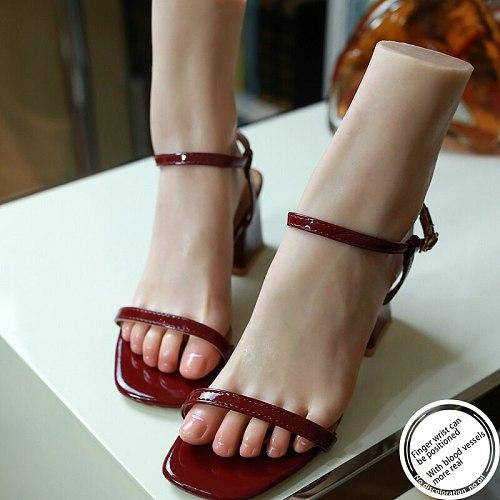 Life like Foot Model Visible Blood Vessels Fake Blood Vessels Heatable Nail Display Tarsel Rubber Plastic Female  TGJ36C