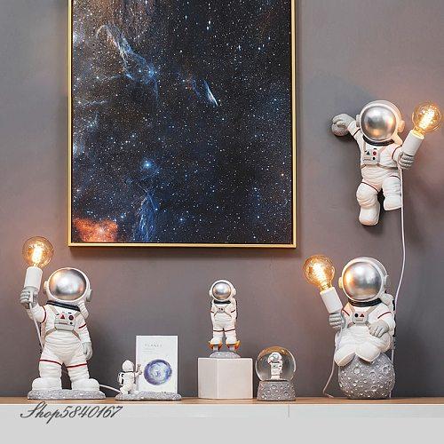 Modern Astronaut Table Lamp Art Deco Resin Lamp Table Bedroom Lamp Creative Living Room Loft Decoration Space Man Desk Light LED