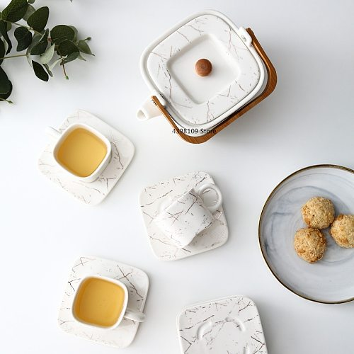 Creative Ceramic Coffee Cup and Saucer Set Golden Striped Tea Cup European Afternoon Tea Red Tea Cup 80ml Espresso Coffee Cup