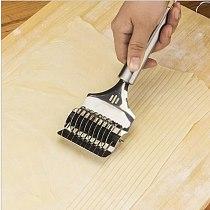 1Pcs Pressing Machine Kitchen Gadgets Spaetzle Makers Noodles Cut Knife Manual Section Shallot Cutter DIY Dough cutting tool
