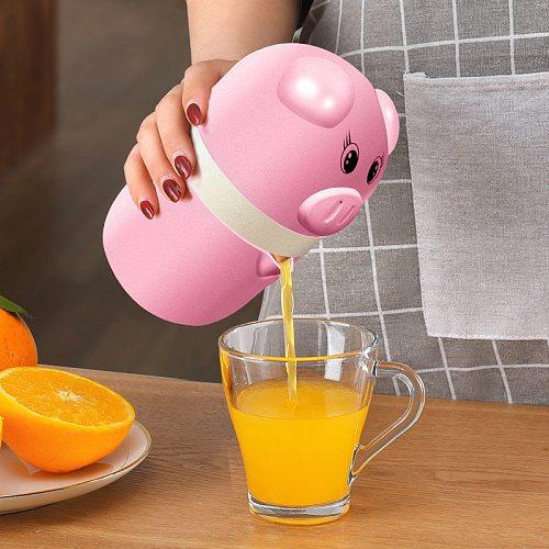 HOT Mini Juicer Cute Pig Mini Manual Juicer Household Fruit Orange Citrus Juice Bottle Squeezer TI99