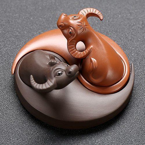 Animals Figurines Purple Clay Bull Tea Pet Car Decoration Removable Handmade Tea Tray Decoration 2-Color Cow Ornament Set