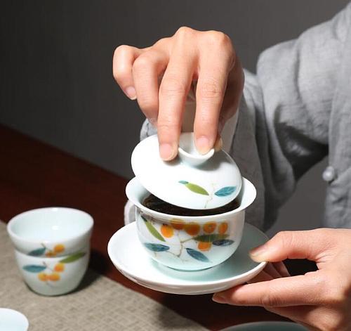 130ml Hand Painted Loquat Pattern Gaiwan Ceramic Celadon Kung Fu Tea Bowl Teacup Teapots Tea Tureen Drinkware Teaware Home Decor