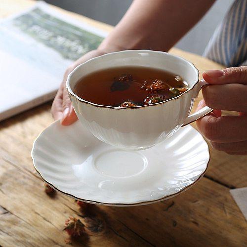 Luxury Gold Rim Ceramic Coffee Mug Saucer Set Milk Tea Cup Petal Coffee Cup With Handle British Teacup Drinkware Creative Gifts