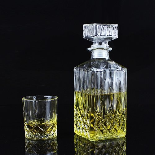 Creative Transparent Luxury Lead Free Square Glass Wine Bottle Whiskey Decanter Alcohol Container Pourer Wine Carafe For Bar