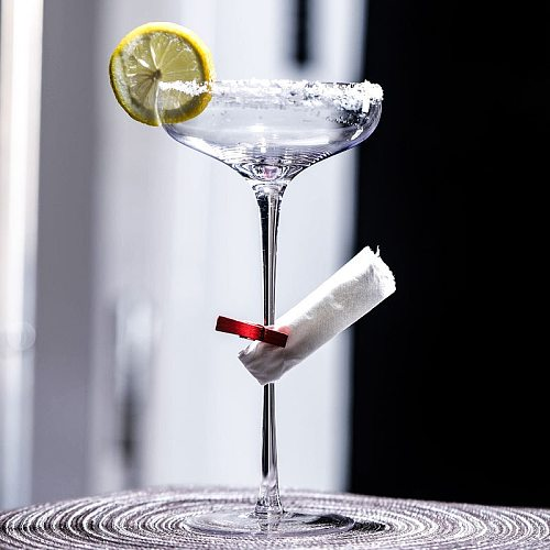 Cocktail Glass Japanese Style Super Tall Martini Cup Goblet Transparent Personality Creative Bar Professional Glass Cup 230ML