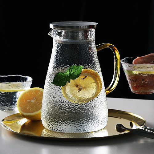 Glass Water Jug Glass Pitcher Water Carafe with Handle Hot Cold Water Pitcher Good Jug for Homemade Fruit Juice Iced Tea