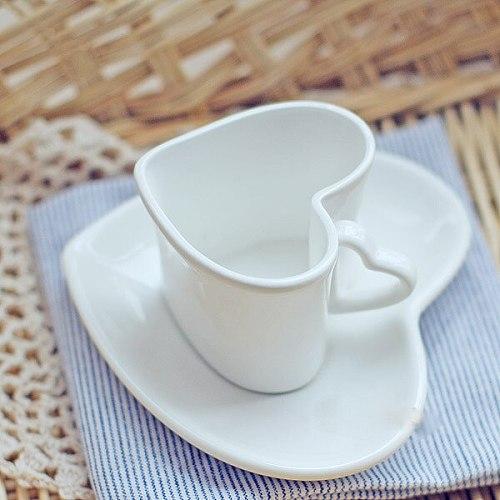 Love ceramic couple cup coffee cup saucer set heart shaped afternoon tea espresso coffee cup saucer safflower tea cup set