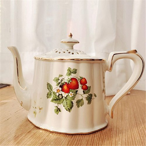 European Cranberry Retro Coffee Cup and Saucer Ceramic British Style Phnom Penh Large Tea Cup French Restaurant Bar Cup Saucer