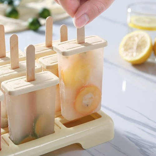 New Reusable Plastic Ice Cream Mold with Stick and Lid 4 Hole Ice Popsicle Mold Set DIY Ice Cream Tubs Creative Kitchen Tools