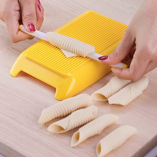 Plastic Pasta Macaroni Board Spaghetti Macaroni Pasta Gnocchi Maker Rolling Pin Baby Food Supplement Molds Manual Kitchen Tool