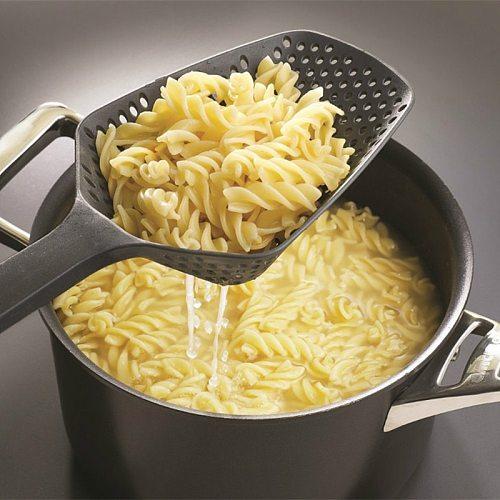 1Pcs Nylon Strainer Scoop Colander Kitchen Accessories Gadgets Drain Veggies Water Scoop Portable Home Cooking Tools