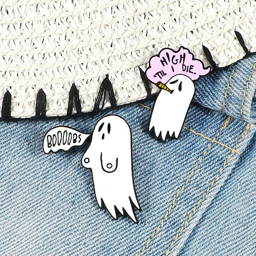 White Ghost Enamel Pin Cartoon Funny Ghost Brooches Denim Clothes Lapel Pins Badge Cute Halloween Party Jewelry Gifts For Friend