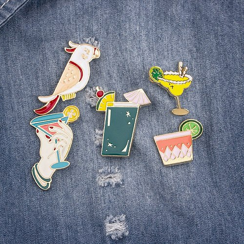 Fashion Summer Juice Drink Parrot Birds Cocktail Enamel Brooches Shirt Jackets Collar Lapel Pins Backpack Badge Holiday Jewelry