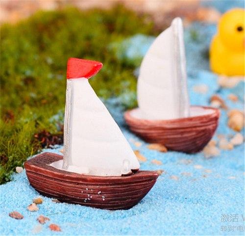 1Pcs Mini Sailboat Resin Figurine Ornament DIY Micro Landscape Meaty Plants Fairy Garden Dollhouse Miniatures Garden Tools