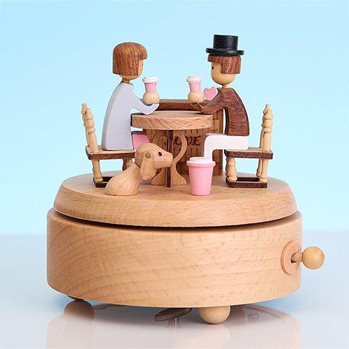 Wooden Music Box Handmade Beautiful Love Couple Mechanical Music Melody Box For Valentines Day Wedding Birthday Gift