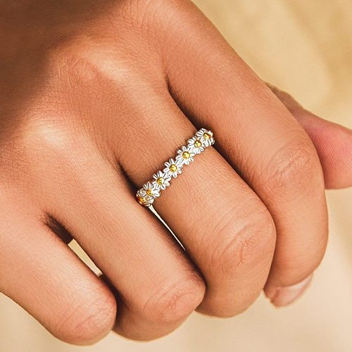 Fashion Dainty Small Daisy Rings For Women Cute Flower Ring Adjustable Opening Cuff Wedding Engagement Ring Female Jewelry Bague