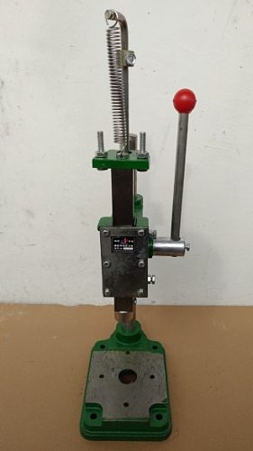 Manual Iron capping machine beverage beer bottle capper oils sealing machine equipment
