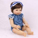 Boneca Bebe Reborn Laura Baby 46Cm Corpo todo silicone macio menina realista olhos castanhos