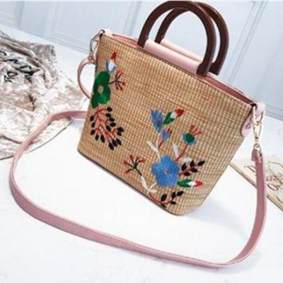 Women Embodied Straw Crossbody Bags