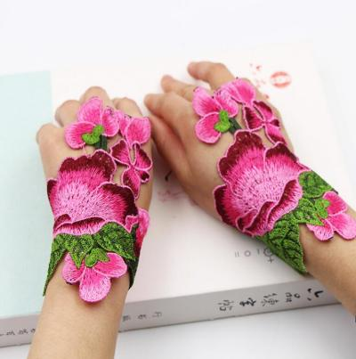 Women's vintage national hollow out fingerless flower embroidery gloves female performance dancing decoration glove R1021