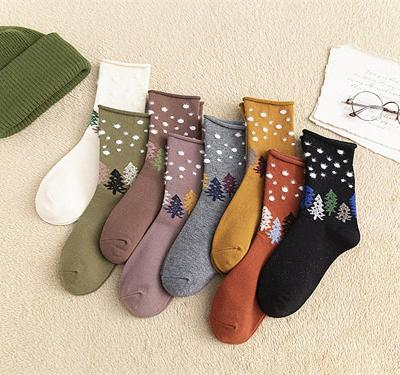 Autumn and winter new roll-side stockings cartoon Christmas tree dot stockings Christmas casual cotton socks.