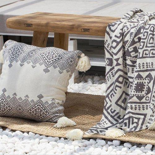 Printed Tasseled Pompom Triming Knit Blankets