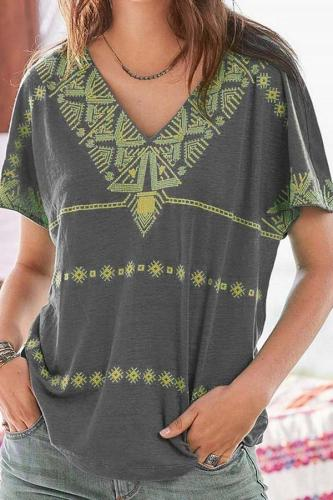 Vintage Print V-neck Casual T-shirt