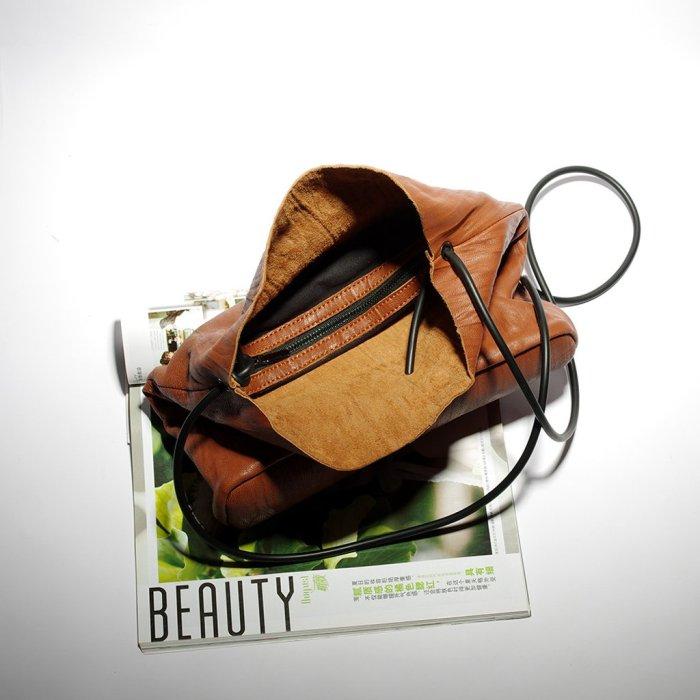 Retro Ruffled Single-shoulder Bag