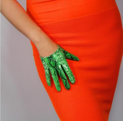 Women's green color snake skin print faux pu leather gloves female sexy club party dress fashion animal print glove 16cm R1566