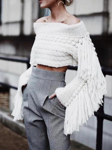 Stylish Solid Color Collar Tassel Sweater