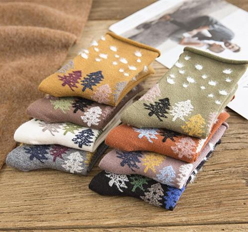 Autumn and winter new roll-side stockings cartoon Christmas tree dot stockings Christmas casual cotton socks.