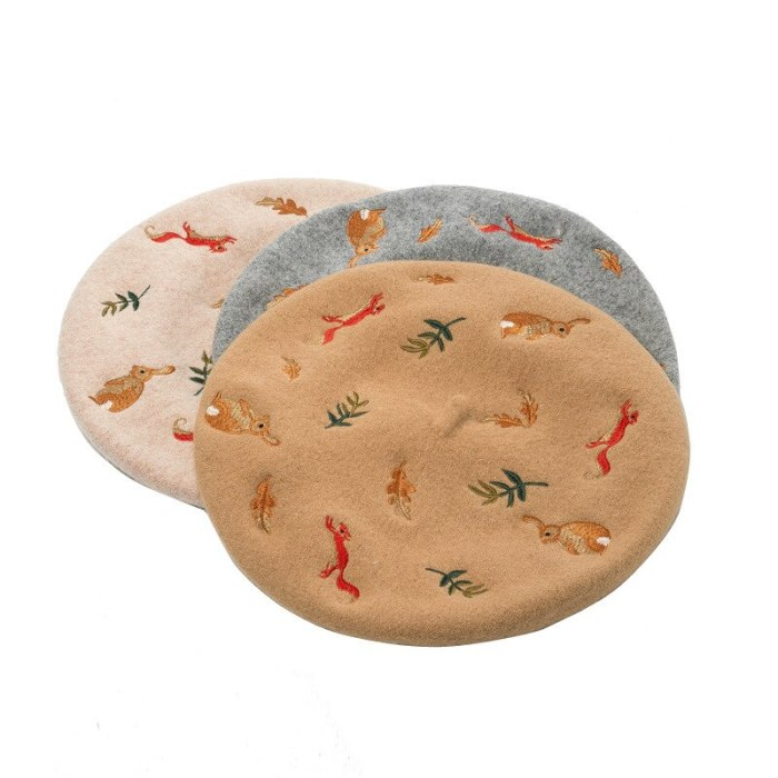 Korean Autumn and Winter  Squirrel Leaves Embroidered Wool Beret Artist Hat
