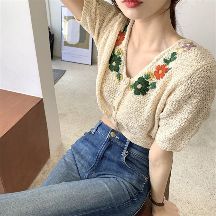 Retro Chic Thin Knitted Vintage Embroidery Flower Tops Short Sweaters