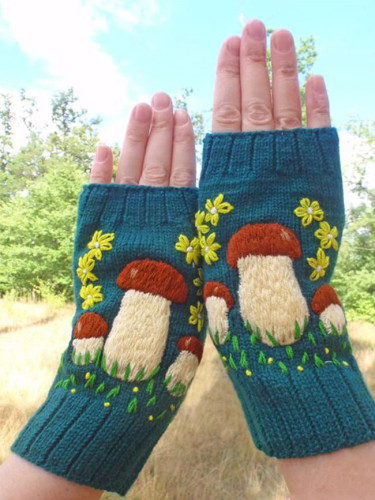 Autumn/winter knitted women's mushroom gloves warm woolen gloves