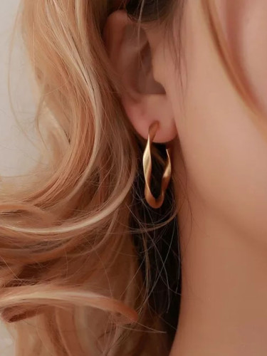 Female Creative Earrings Simple Geometric Twisted Earring Retro Jewelry