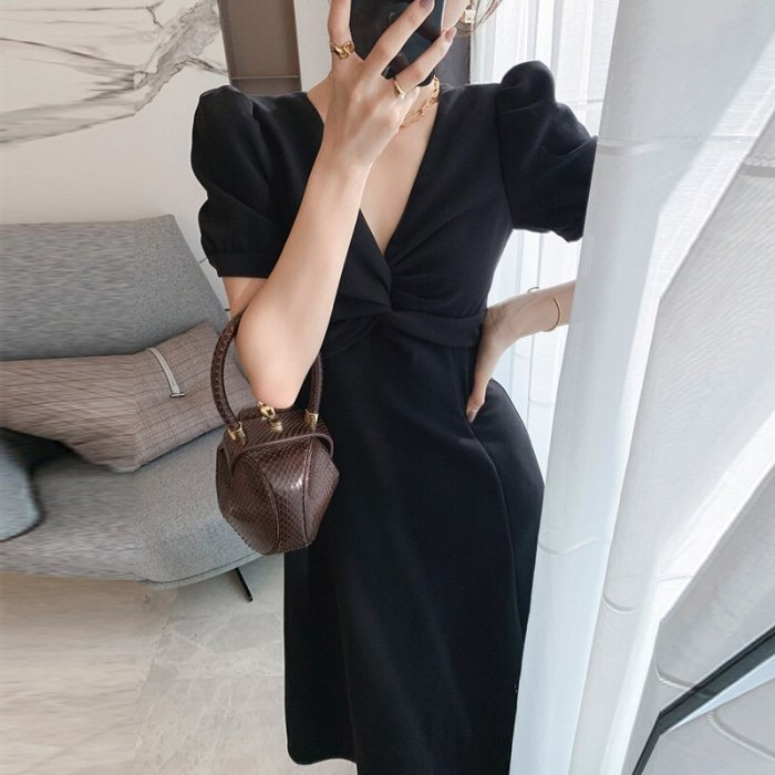 2021 Summer New Zipper Korean Temperament Age Reduction Waist Thin Kink Bubble Sleeve V-Neck Dress